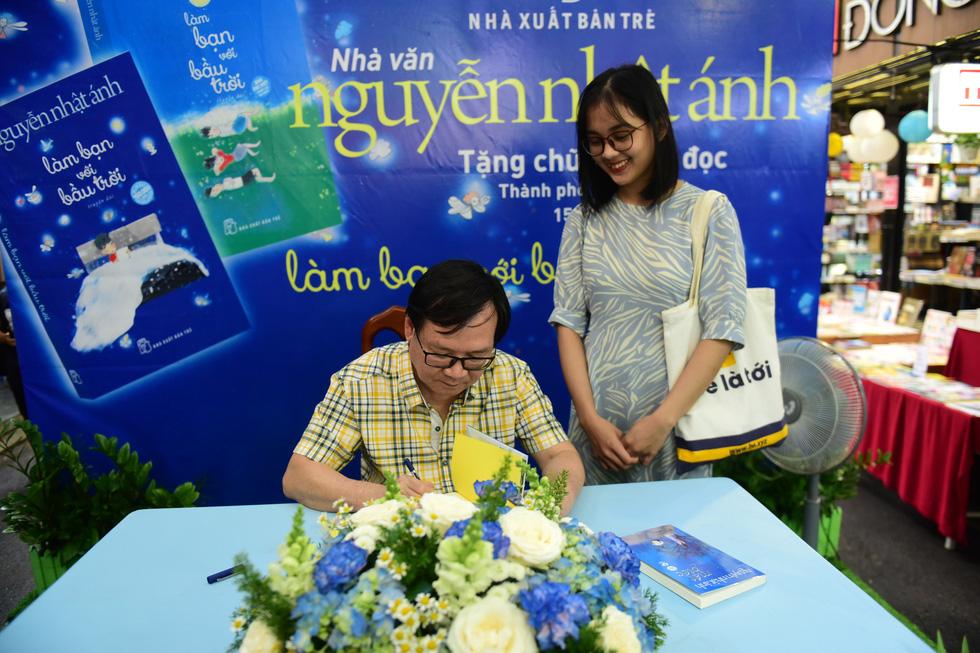 Nhà văn Nguyễn Nhật Ánh: Sẽ viết cho đến ngày bạo chúa thời gian ghé thăm - Ảnh 6.