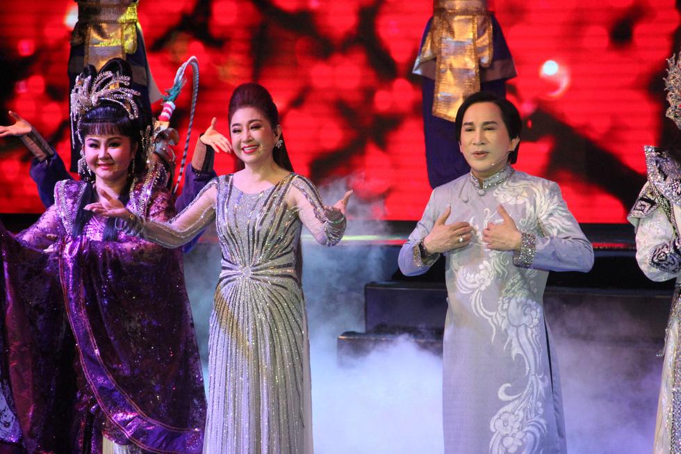 Đại Nghĩa ca cải lương tuồng cổ trong live show Kim Tử Long - Thoại Mỹ - Ảnh 3.