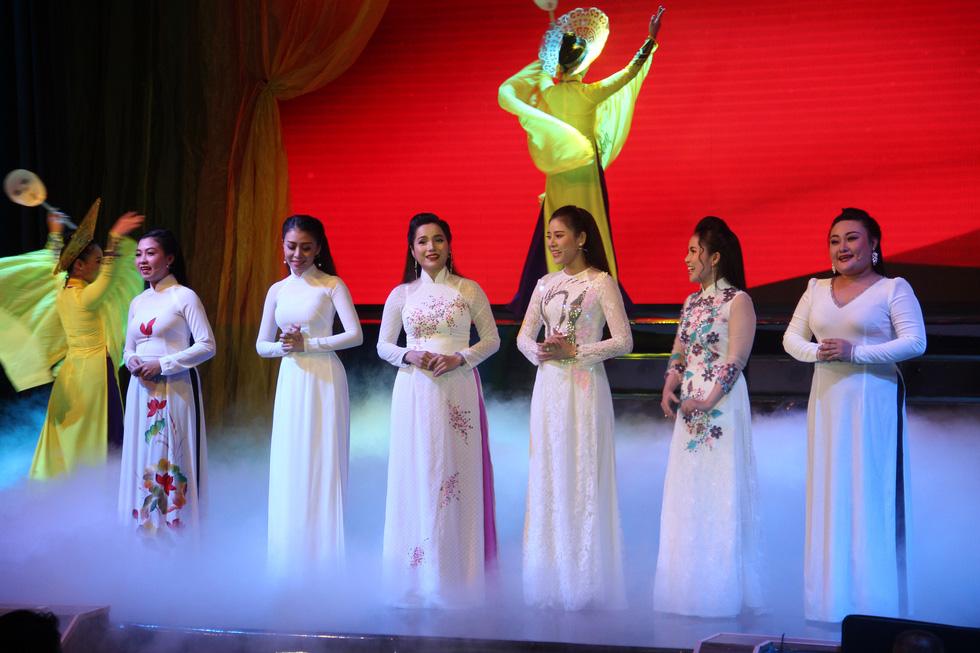 Đại Nghĩa ca cải lương tuồng cổ trong live show Kim Tử Long - Thoại Mỹ - Ảnh 7.