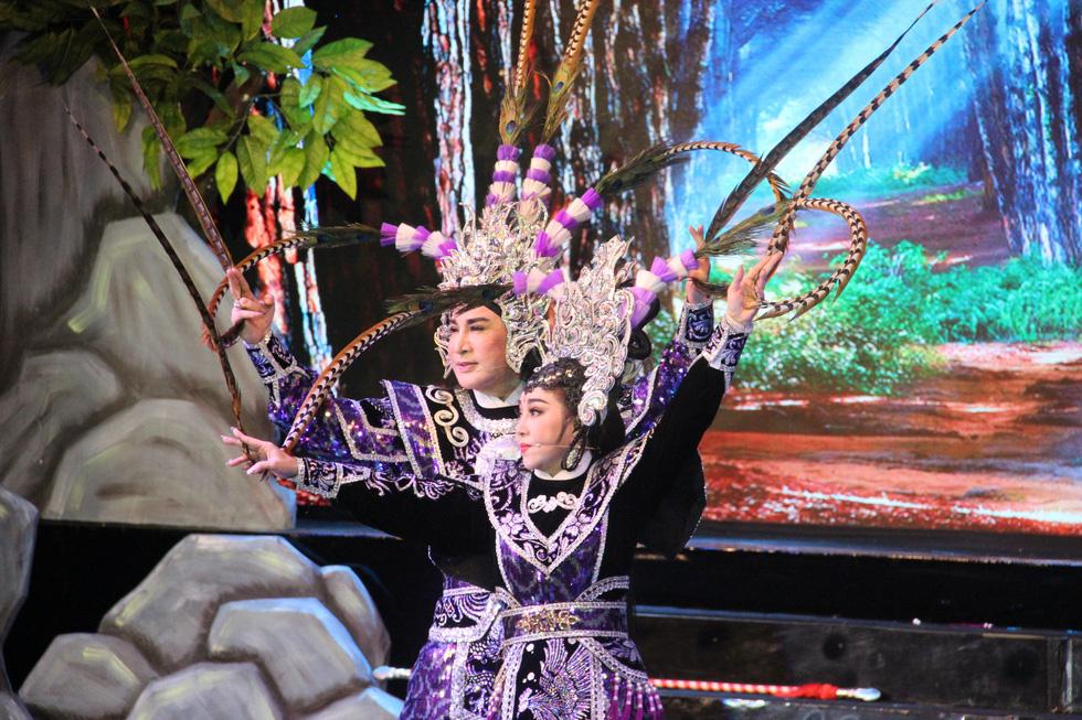 Đại Nghĩa ca cải lương tuồng cổ trong live show Kim Tử Long - Thoại Mỹ - Ảnh 1.