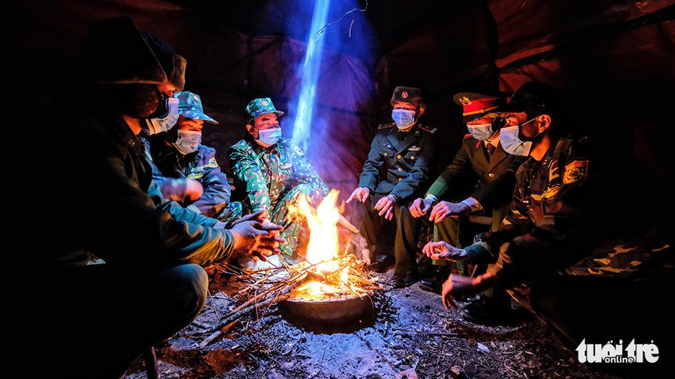 Trực chiến nơi biên ải lạnh buốt dưới 0 độ C - Ảnh 4.
