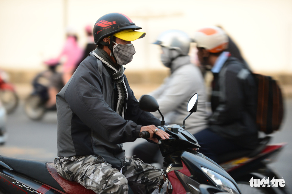 Ho Chi Minh City's temperature drops to 19 degrees Celsius, people are chilly - Photo 4.