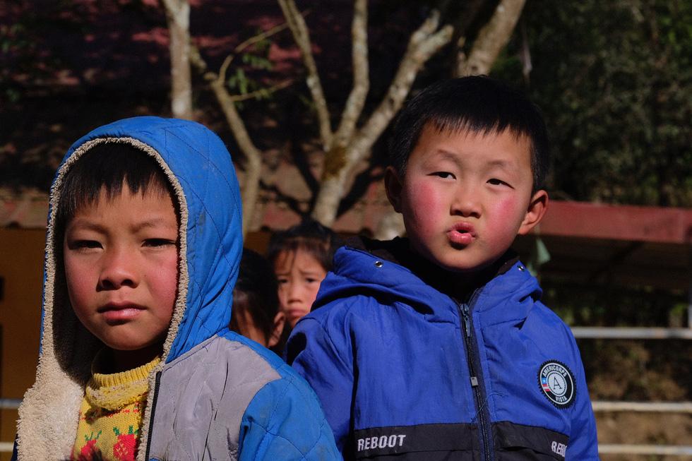 Những gương mặt học trò Quan Hồ Thẩn bỏng lạnh nhận chăn ấm của bạn đọc Tuổi Trẻ - Ảnh 5.