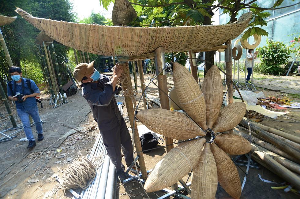 Vào hậu trường chế tác linh vật cho đường hoa Nguyễn Huệ 2021 - Ảnh 7.