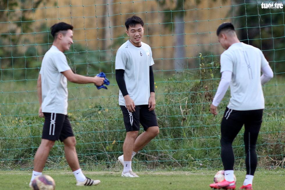 Kiatisak dẫn quân vào Sài Gòn, chuẩn bị ra mắt V-League 2021 - Ảnh 8.