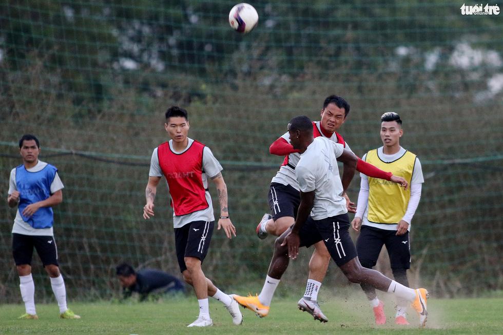 Kiatisak dẫn quân vào Sài Gòn, chuẩn bị ra mắt V-League 2021 - Ảnh 5.