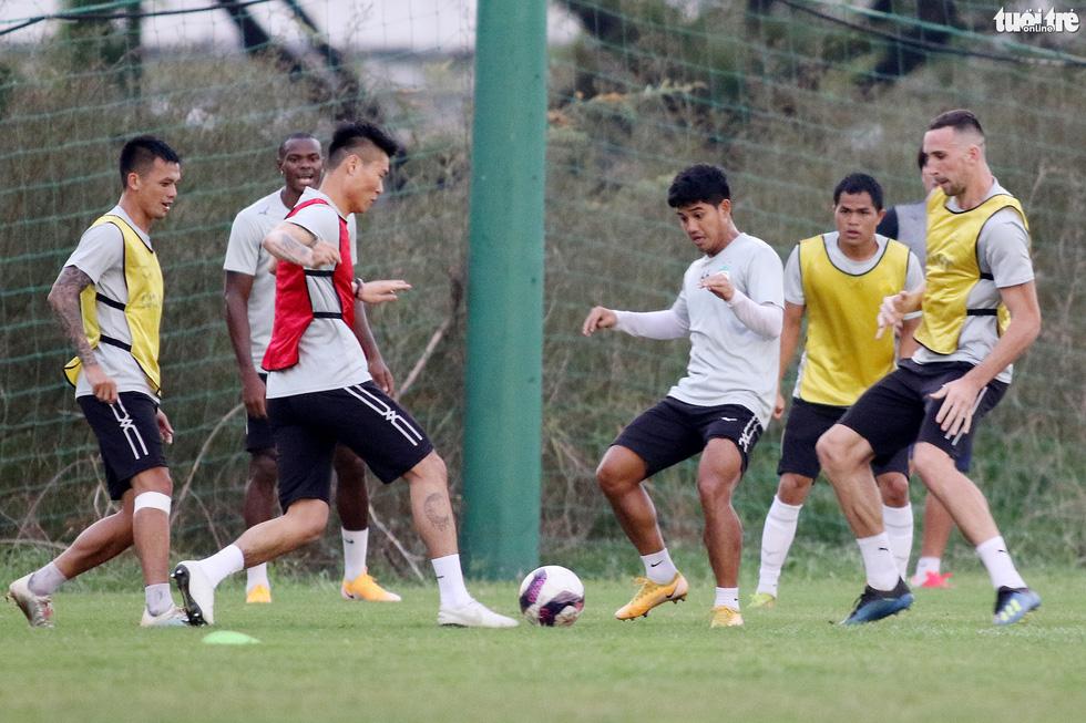 Kiatisak dẫn quân vào Sài Gòn, chuẩn bị ra mắt V-League 2021 - Ảnh 10.