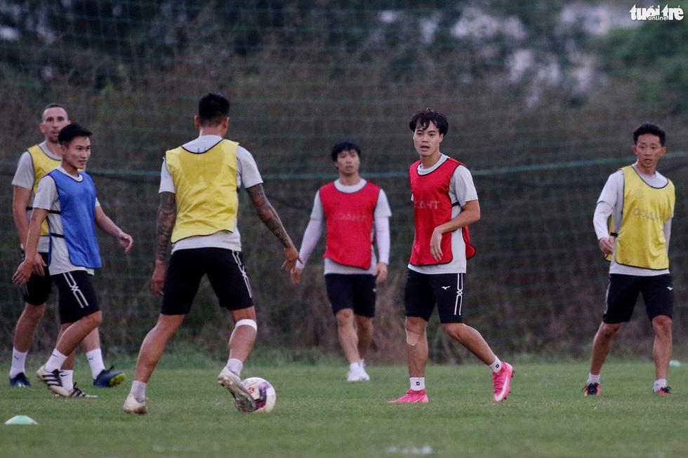 Kiatisak dẫn quân vào Sài Gòn, chuẩn bị ra mắt V-League 2021 - Ảnh 7.