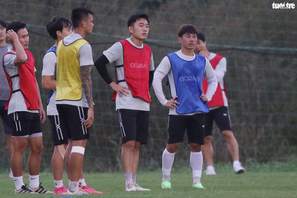 Kiatisak dẫn quân vào Sài Gòn, chuẩn bị ra mắt V-League 2021 - Ảnh 9.