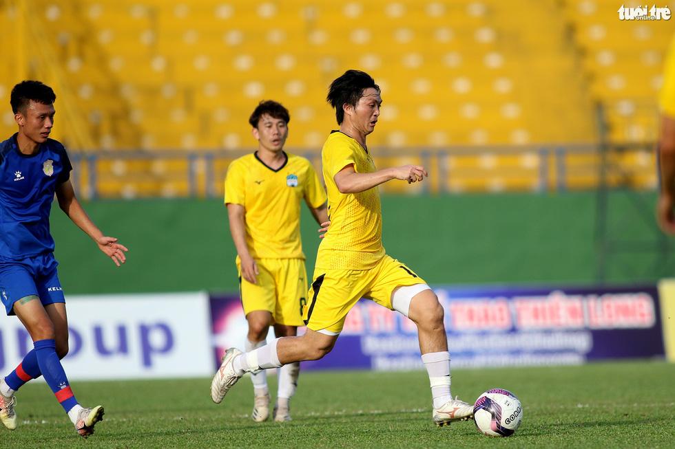Kiatisak dẫn quân vào Sài Gòn, chuẩn bị ra mắt V-League 2021 - Ảnh 1.