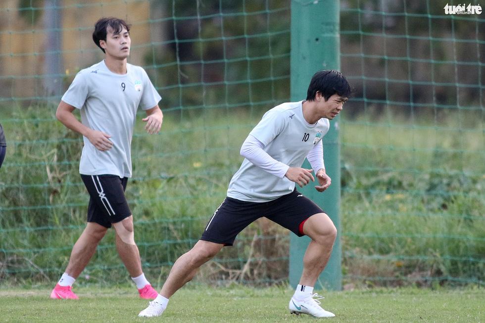 Kiatisak dẫn quân vào Sài Gòn, chuẩn bị ra mắt V-League 2021 - Ảnh 6.