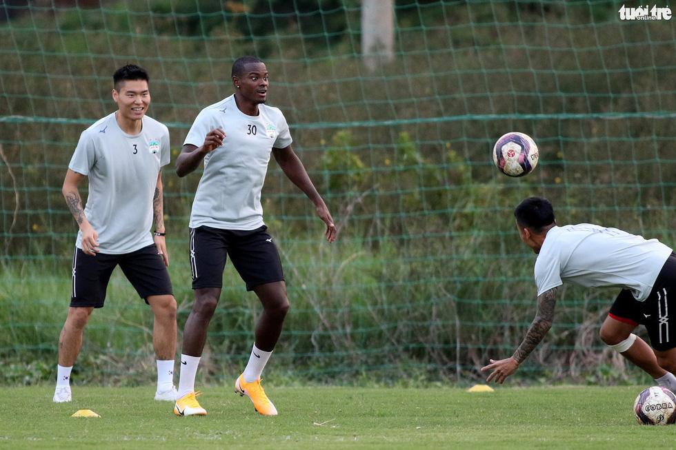 Kiatisak dẫn quân vào Sài Gòn, chuẩn bị ra mắt V-League 2021 - Ảnh 4.