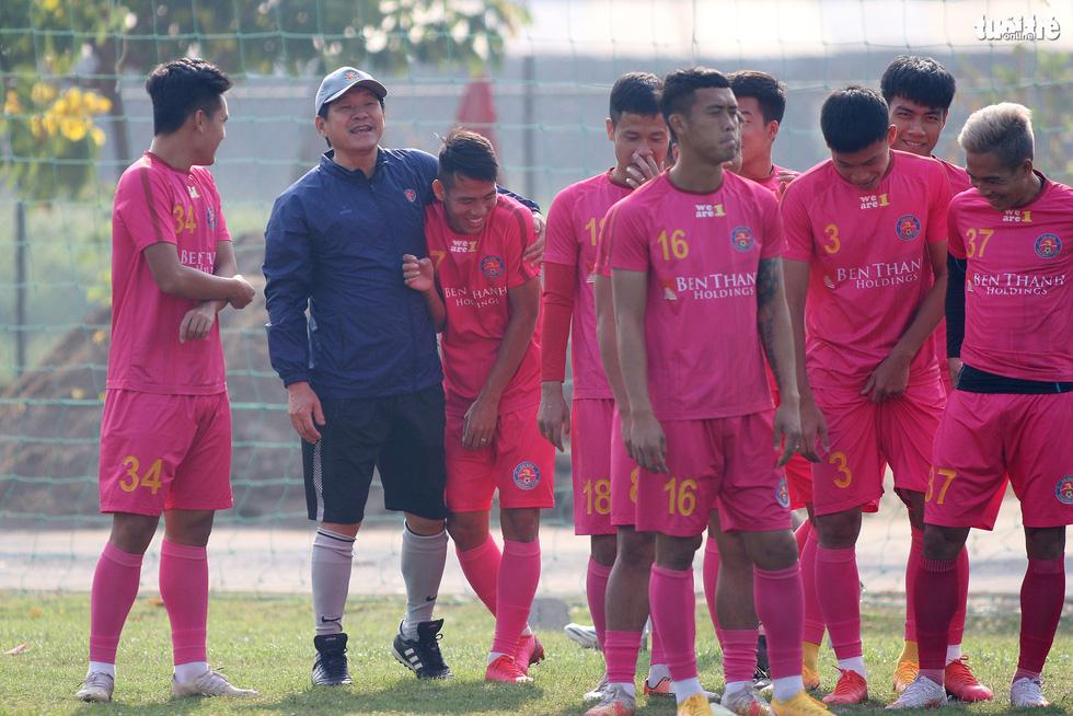 CLB Sài Gòn có 36 tiếng nghỉ ngơi trước khi tiếp HAGL của Kiatisak - Ảnh 2.
