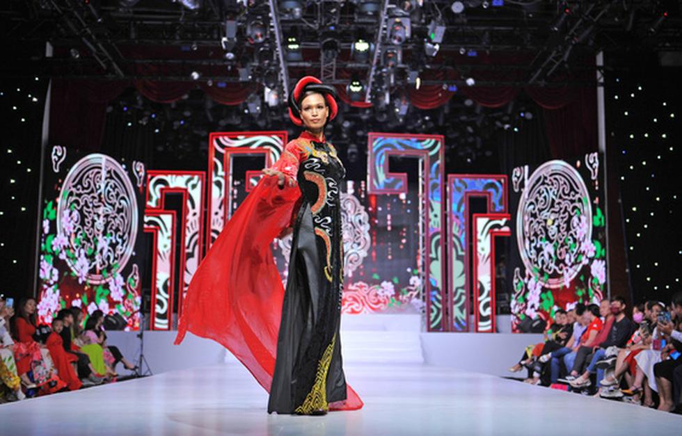 Phương Hồ đưa câu chuyện lịch sử vào thời trang áo dài - Ảnh 5.