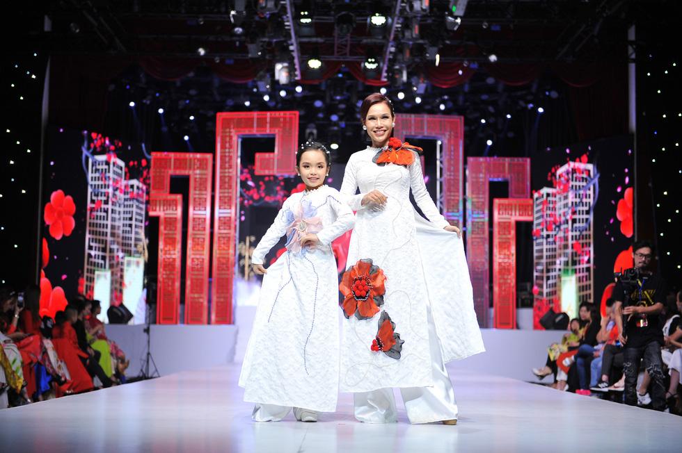Phương Hồ đưa câu chuyện lịch sử vào thời trang áo dài - Ảnh 8.