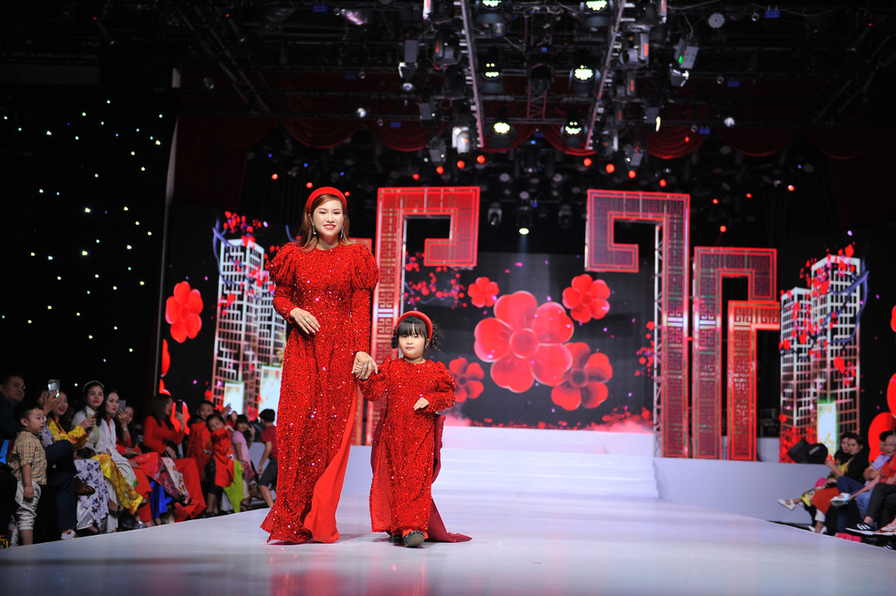 Phương Hồ đưa câu chuyện lịch sử vào thời trang áo dài - Ảnh 9.