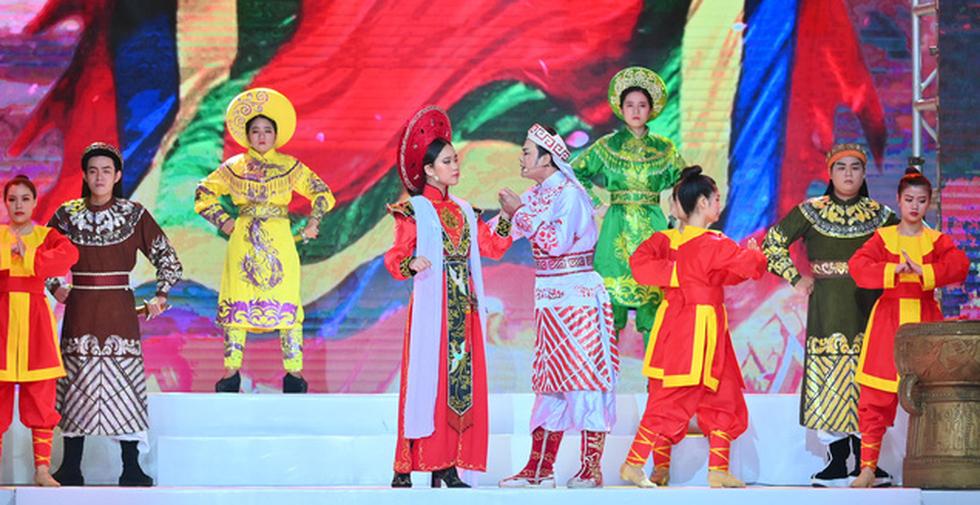 Phương Hồ đưa câu chuyện lịch sử vào thời trang áo dài - Ảnh 1.