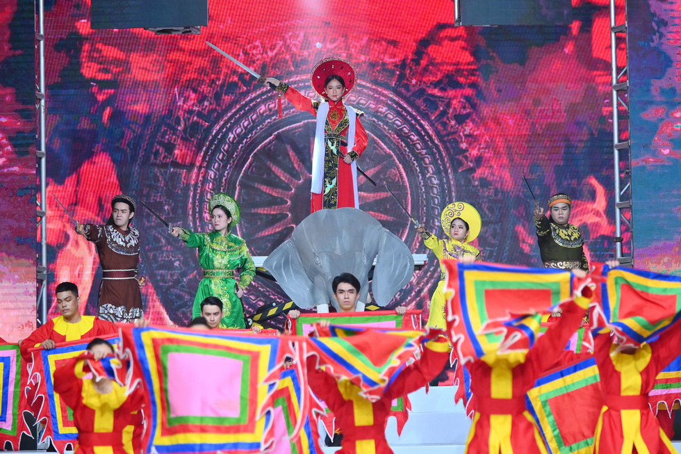 Phương Hồ đưa câu chuyện lịch sử vào thời trang áo dài - Ảnh 2.