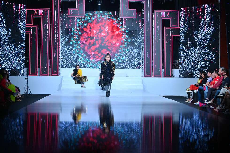 Phương Hồ đưa câu chuyện lịch sử vào thời trang áo dài - Ảnh 4.