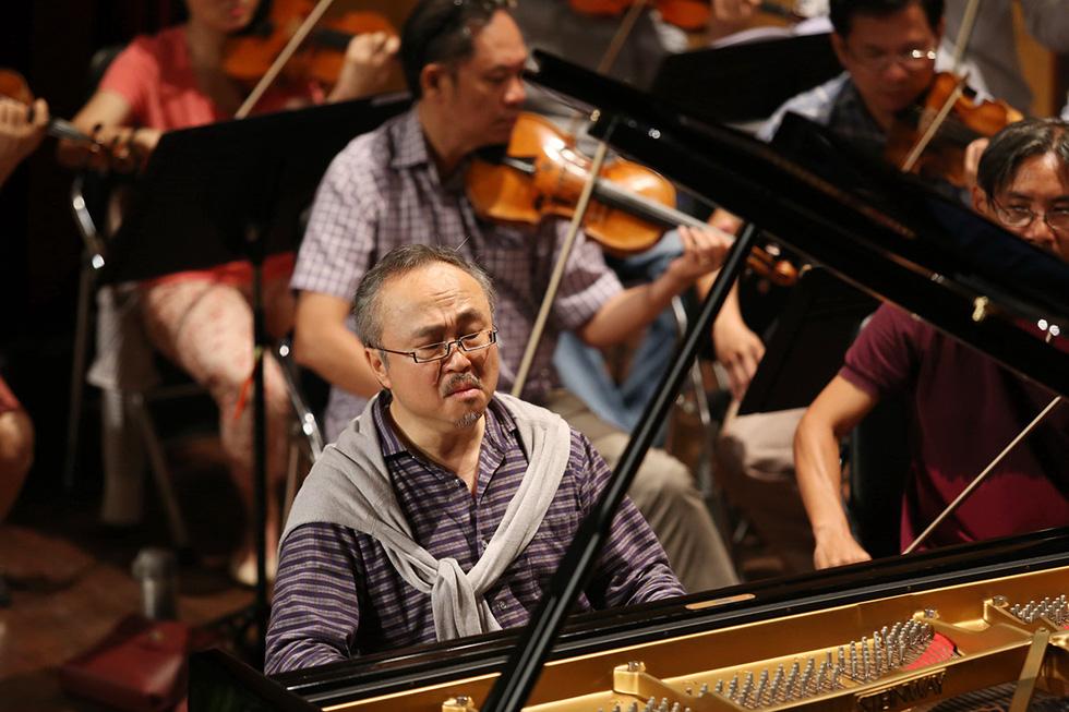 Nghệ sĩ Đặng Thái Sơn: Tôi không cần đàn bà, không cần đàn ông, chỉ cần cây đàn - Ảnh 1.