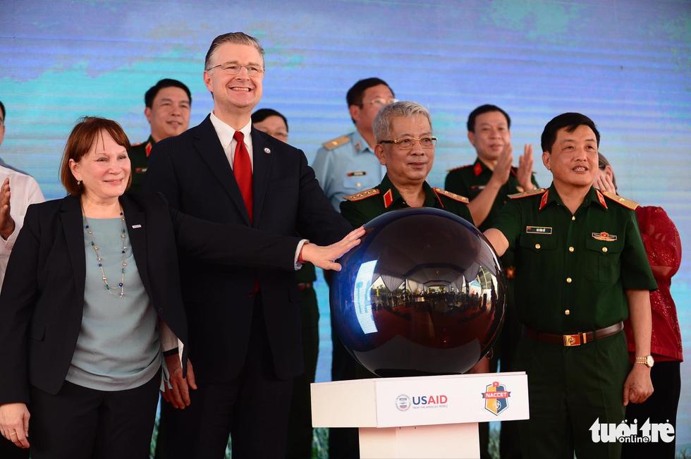 Công bố quy trình làm sạch dioxin ở sân bay Biên Hòa - Ảnh 1.