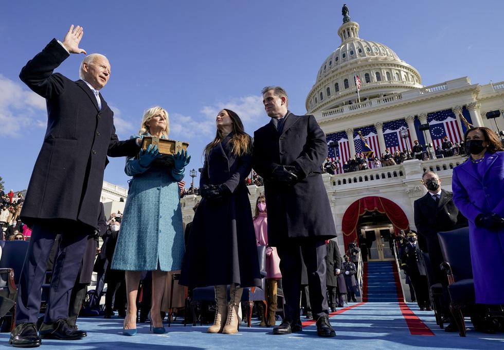 بررسی مراسم تحلیف رئیس جمهور آمریکا ، بایدن از طریق عکس ها - عکس 1.