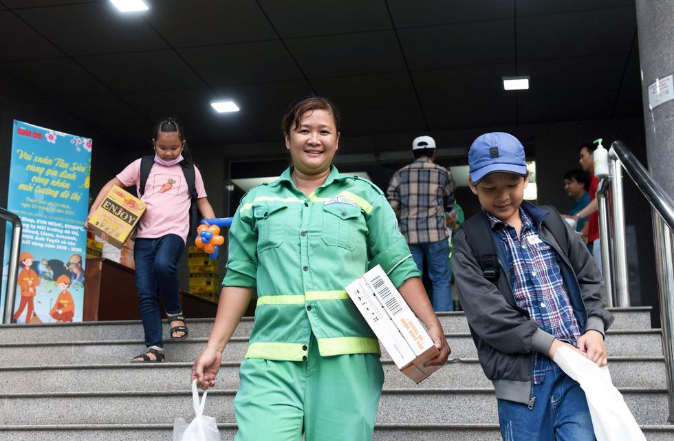 Nghệ nhân dân gian, cao thủ nấu phở 'dâng mỹ vị' cho công nhân môi trường - Ảnh 6.
