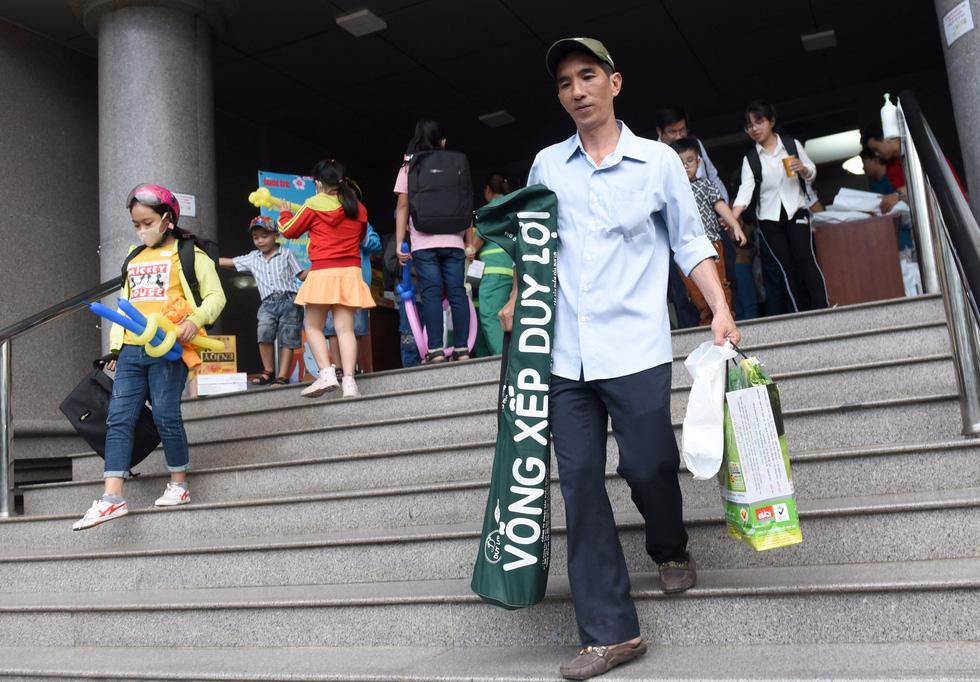 Chiều 23-1, 100 gia đình công nhân môi trường và thoát nước đô thị có mặt dự buổi tất niên tri ân do Báo Tuổi Trẻ tổ chức - Ảnh: DUYÊN PHAN