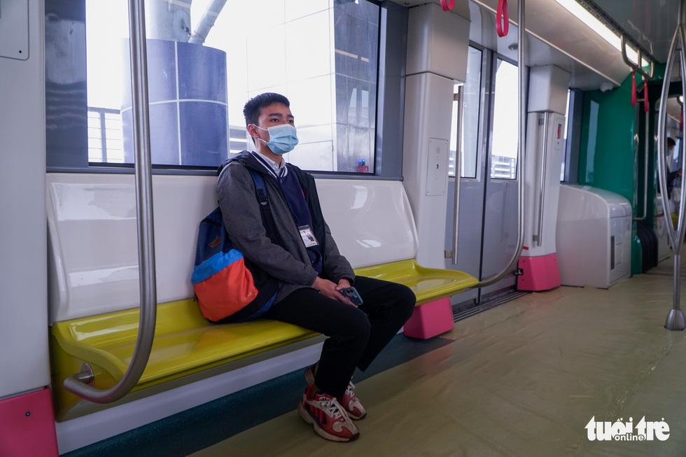 Khách tham quan metro Nhổn - ga Hà Nội nhớ đeo khẩu trang, mang CMND - Ảnh 7.