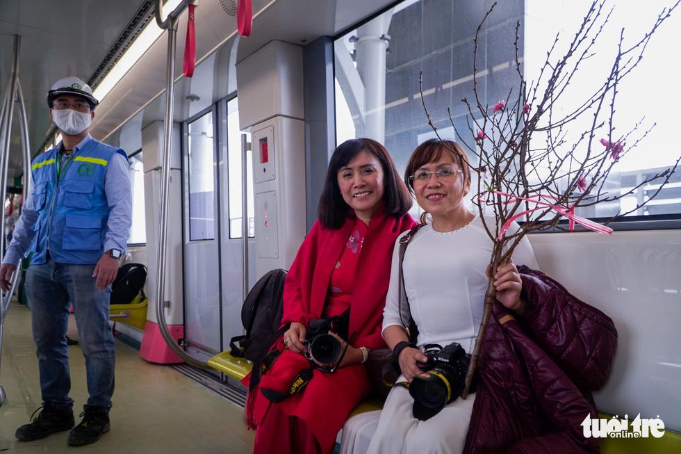 Khách tham quan metro Nhổn - ga Hà Nội nhớ đeo khẩu trang, mang CMND - Ảnh 11.