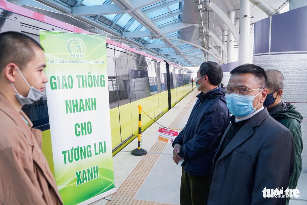 Khách tham quan metro Nhổn - ga Hà Nội nhớ đeo khẩu trang, mang CMND - Ảnh 12.