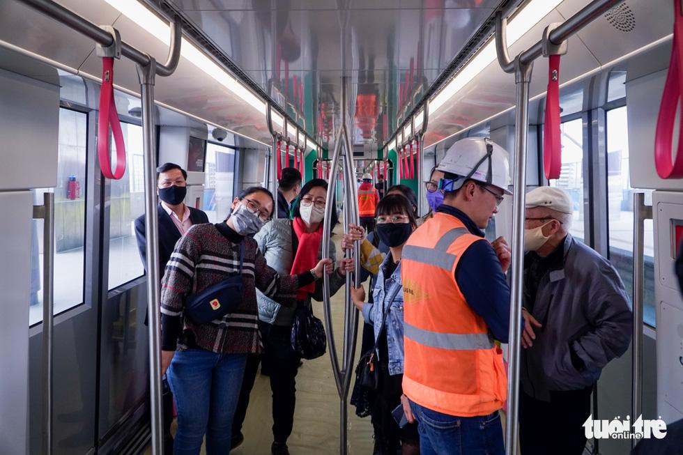 Khách tham quan metro Nhổn - ga Hà Nội nhớ đeo khẩu trang, mang CMND - Ảnh 10.