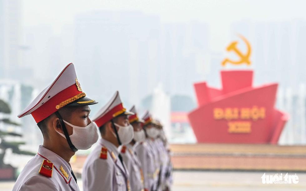 Thủ đô Hà Nội rực rỡ mừng Đại hội Đảng - Ảnh 6.