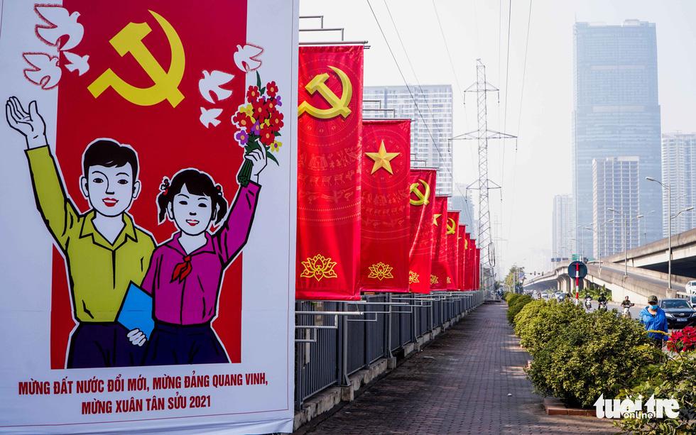 Thủ đô Hà Nội rực rỡ mừng Đại hội Đảng - Ảnh 1.