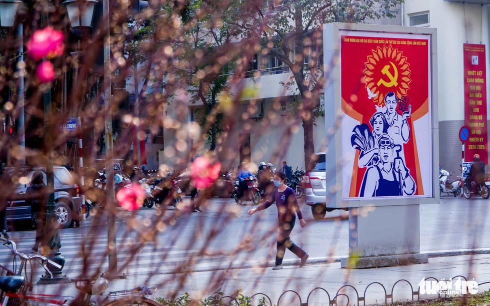 Thủ đô Hà Nội rực rỡ mừng Đại hội Đảng - Ảnh 3.