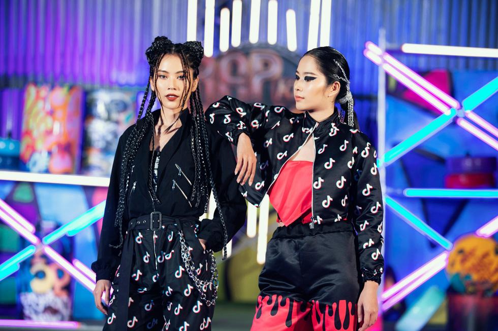 HHen Niê diễn thời trang rap-hiphop cùng 100 mẫu nhí - Ảnh 9.