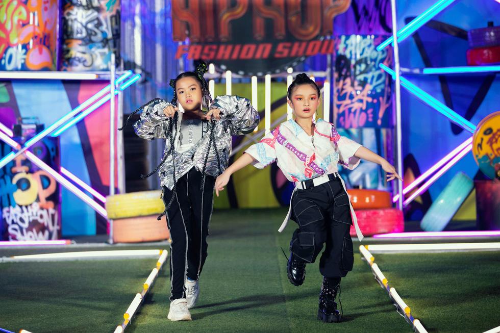 HHen Niê diễn thời trang rap-hiphop cùng 100 mẫu nhí - Ảnh 10.