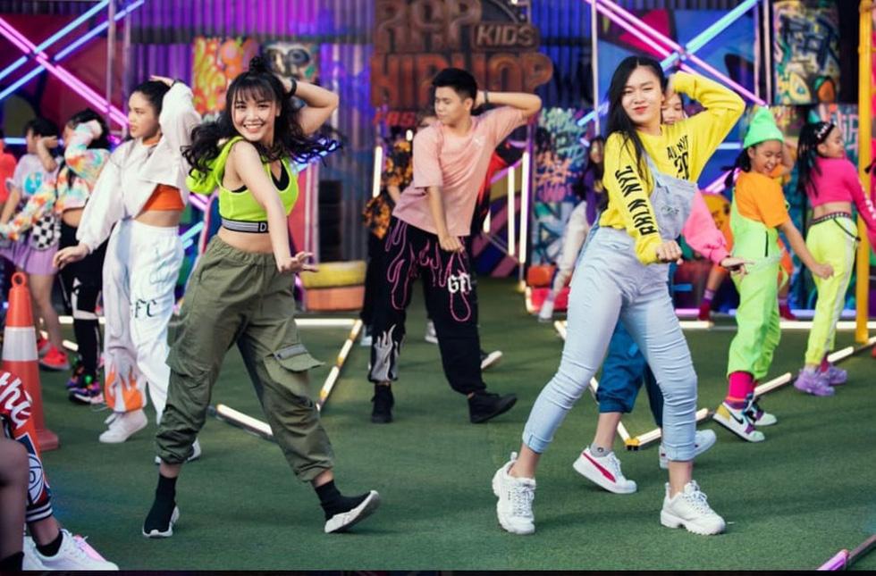 HHen Niê diễn thời trang rap-hiphop cùng 100 mẫu nhí - Ảnh 2.