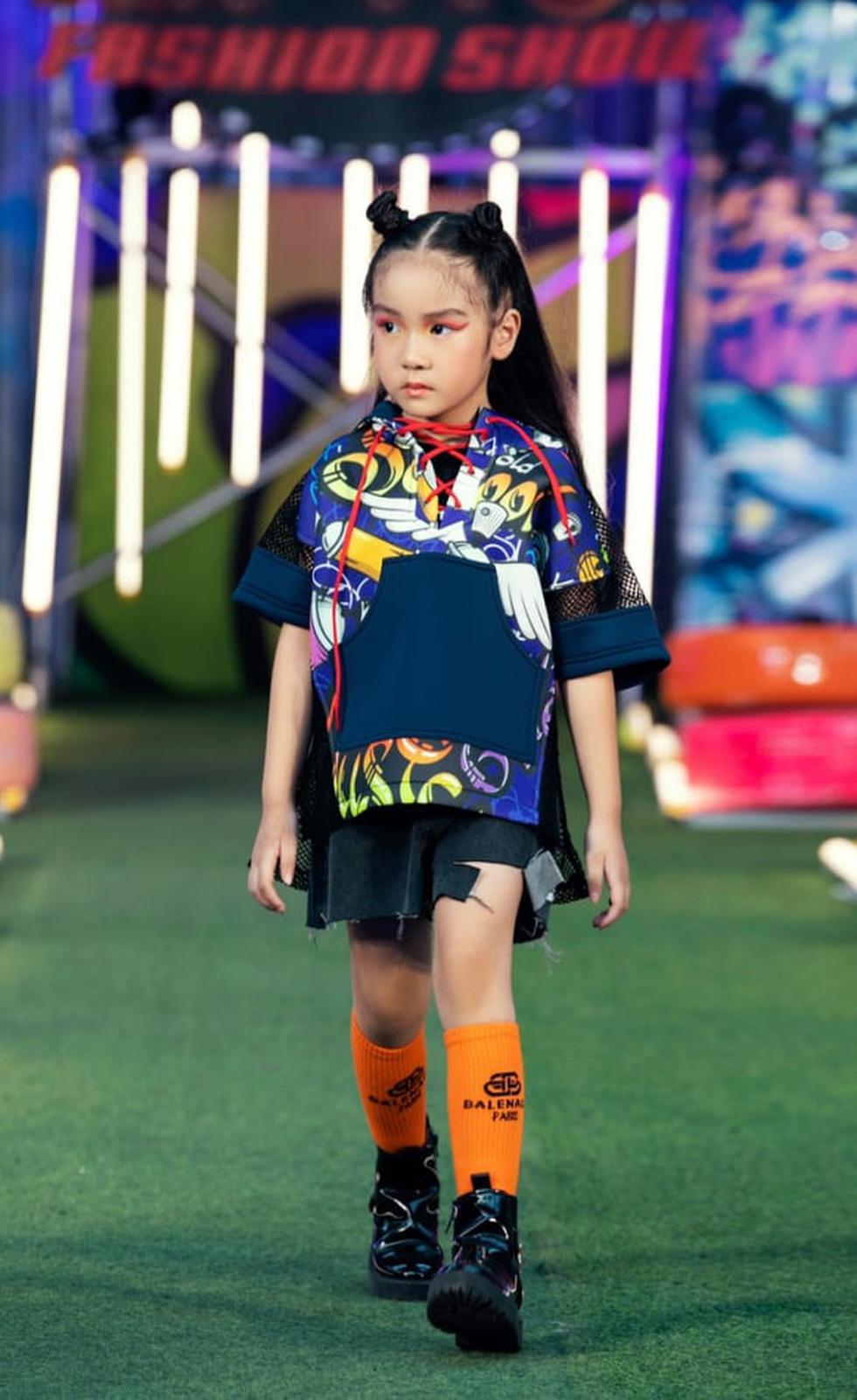 HHen Niê diễn thời trang rap-hiphop cùng 100 mẫu nhí - Ảnh 6.
