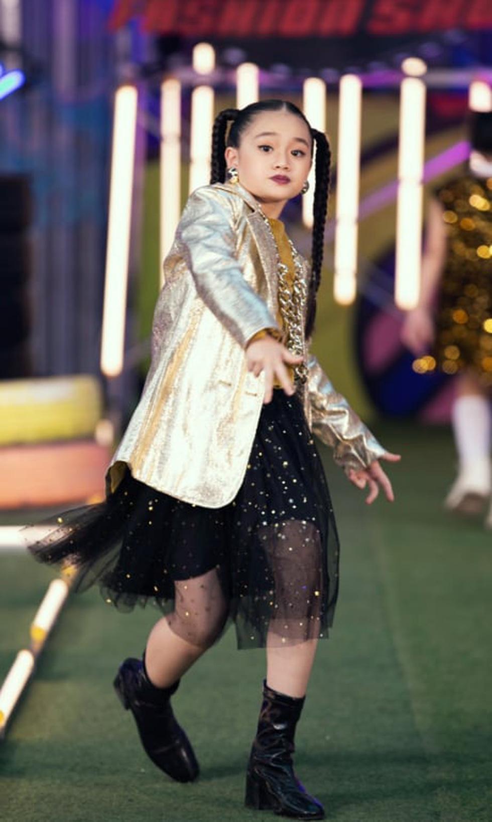 HHen Niê diễn thời trang rap-hiphop cùng 100 mẫu nhí - Ảnh 4.