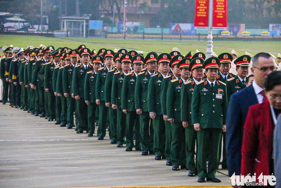 Lãnh đạo Đảng, Nhà nước vào lăng viếng Chủ tịch Hồ Chí Minh, tưởng niệm các anh hùng liệt sĩ - Ảnh 9.
