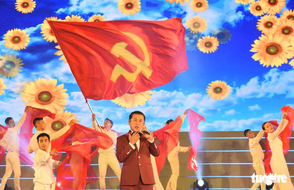 Tạ Minh Tâm, Đan Trường, Đức Tuấn, Hiền Thục hát chào mừng Đại hội Đảng - Ảnh 1.