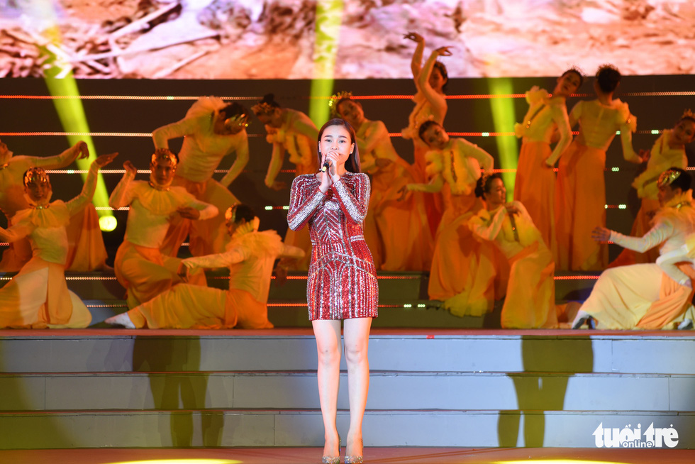 Tạ Minh Tâm, Đan Trường, Đức Tuấn, Hiền Thục hát chào mừng Đại hội Đảng - Ảnh 10.