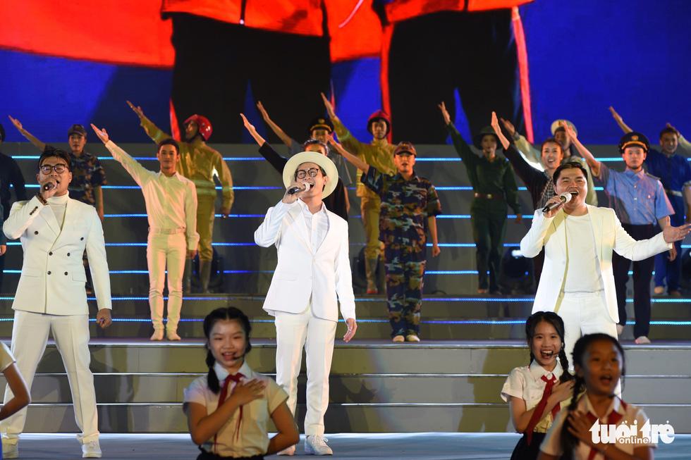 Tạ Minh Tâm, Đan Trường, Đức Tuấn, Hiền Thục hát chào mừng Đại hội Đảng - Ảnh 11.