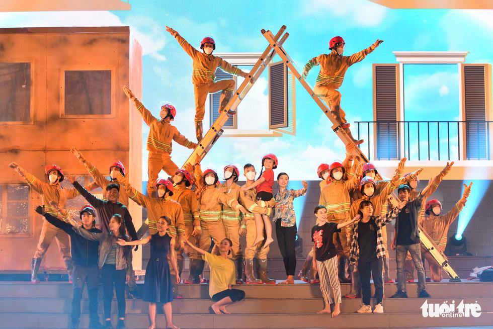 Tạ Minh Tâm, Đan Trường, Đức Tuấn, Hiền Thục hát chào mừng Đại hội Đảng - Ảnh 12.