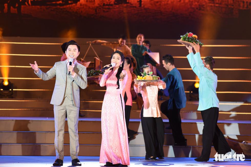 Tạ Minh Tâm, Đan Trường, Đức Tuấn, Hiền Thục hát chào mừng Đại hội Đảng - Ảnh 9.