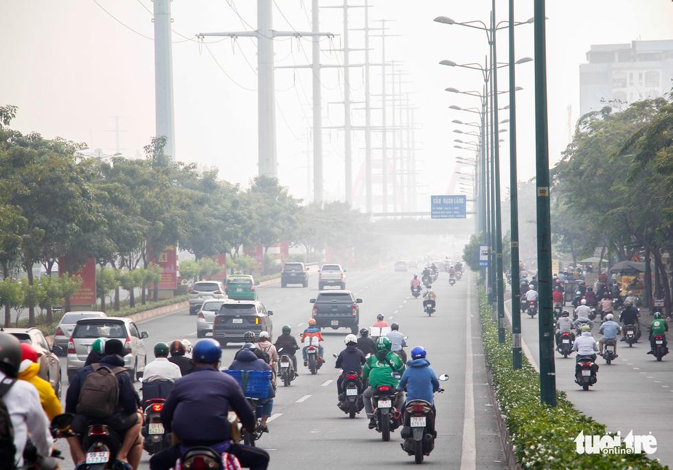 TP.HCM lại sương mù dày đặc - Ảnh 6.