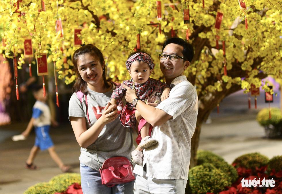 Văn nghệ sĩ diện áo mới du xuân lễ hội Tết Việt Tân Sửu 2021 - Ảnh 12.