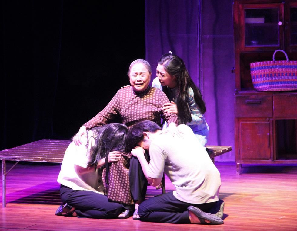 Mút chỉ mút cà tha được trao giải A, nghệ sĩ Ái Như nhận giải nữ diễn viên xuất sắc - Ảnh 1.