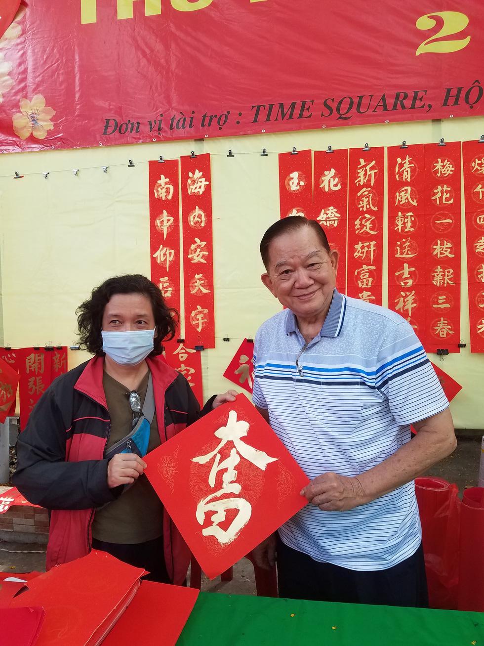 Thư pháp gia người Hoa cho chữ năm mới cầu mong dịch bệnh tiêu trừ - Ảnh 8.